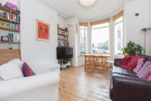 2 bedroom Flat in Sandmere Road, SW4