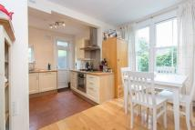 2 bedroom Flat in Fontenoy Road, SW12