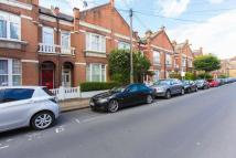 1 bedroom Flat in Dinsmore Road, SW12
