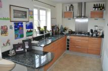 4 bed semi detached property in Kingsquarter, Maidenhead...