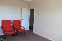 2 bedroom Flat in Station Parade...