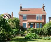 5 bed Detached property in King Henrys Road, Lewes...