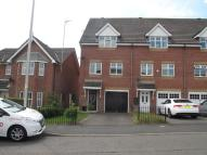 Town House to rent in Rolls Avenue, Leighton...
