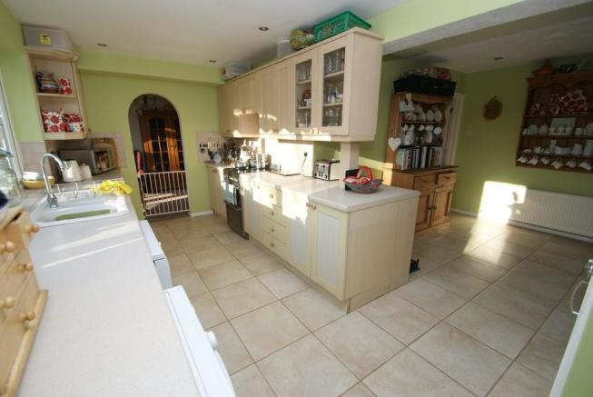 4 Bedroom Detached House For Sale In Church Manor BISHOPS