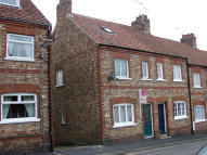 Terraced property to rent in Wentworth Street, Malton...