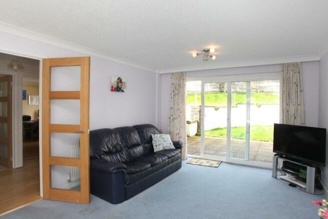 19'+ Living room