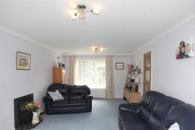 19' + Living room