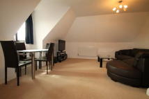 Flat to rent in Grove Road, Sutton - SM1