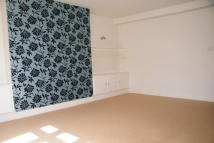 Apartment to rent in Redhill, RH1
