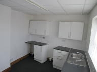 Flat to rent in High Street, Lowestoft...