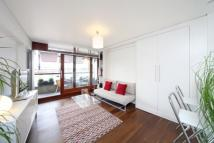 Apartment in Frobisher Crescent...