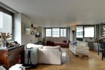 2 bed property in River Court...