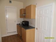1 bedroom Studio flat in Carr House Road - Flat 3
