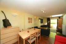 Flat to rent in Beverley Gardens...