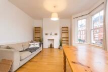 Flat to rent in Chamberlayne Road...