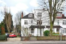 3 bedroom Flat in Chatsworth Road...