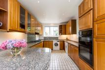 5 bedroom house in Tracey Avenue...