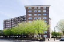 2 bedroom Flat in Ashford Road NW2...