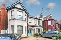 3 bedroom Flat in Walm Lane...