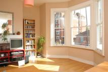 Flat to rent in Chamberlayne Road...