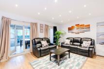 4 bedroom house to rent in Honeyman Close...