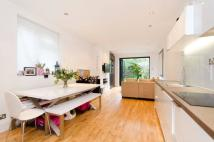 2 bed Flat in Bathurst Gardens...