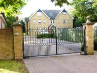 Apartment to rent in Pryor Close, READING...