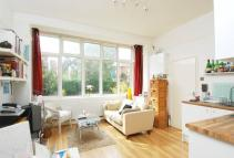 Studio flat in Prentis Road, Streatham...
