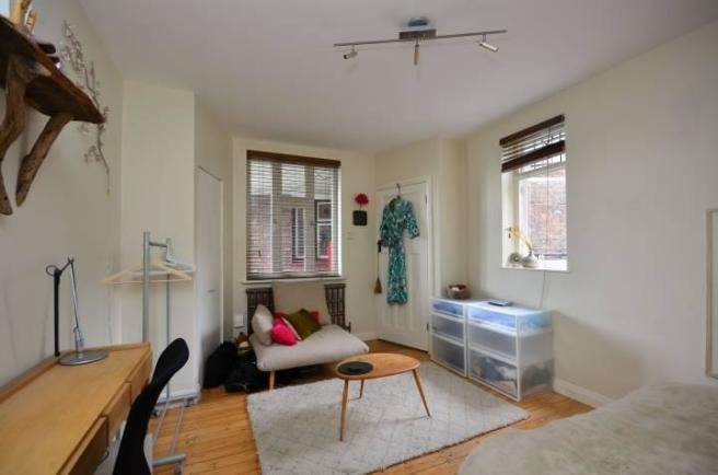 Studio Flat For Sale In Tudor Close Brixton Hill Sw2 Sw2