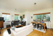 1 bedroom Flat to rent in North Drive...