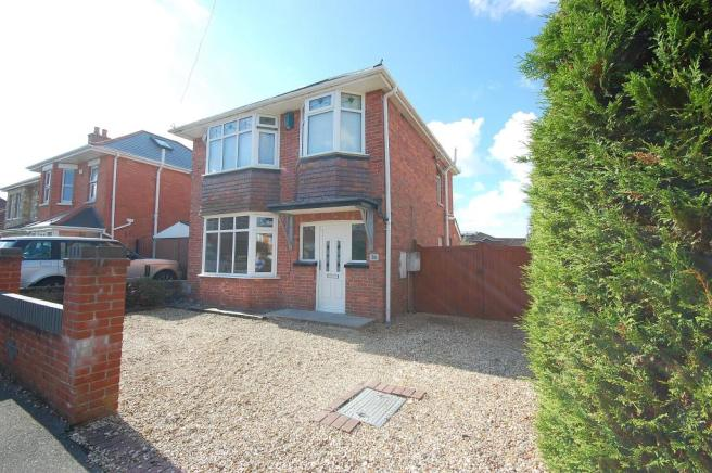 3 Bedroom House To Rent In Gorsecliff Road Ensbury Park