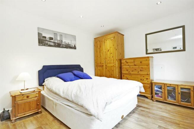 1 Warren Lodge 14618