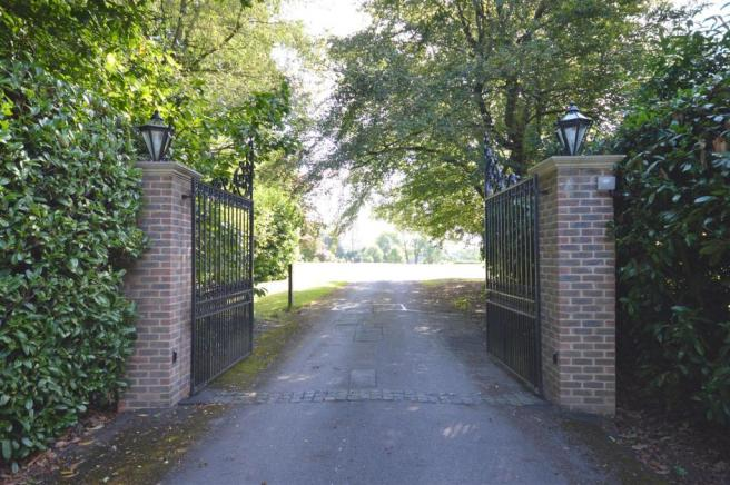 Communal Gated Entra
