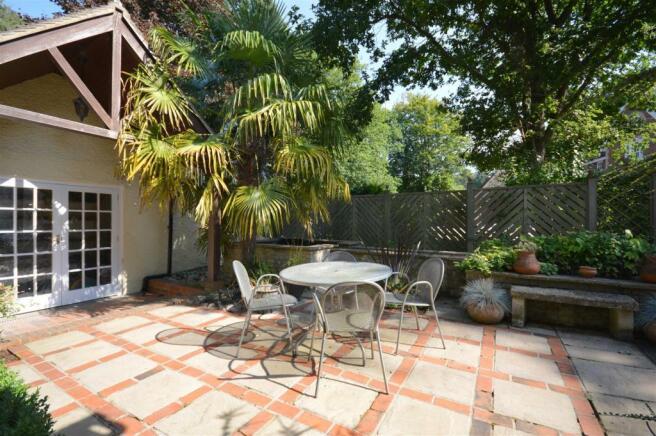 Side Courtyard garde