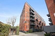 2 bedroom Flat to rent in Block A, 27 Green Walk...