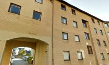 2 bedroom Flat to rent in Gilmours Entry...