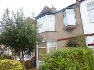 Flat to rent in Park Avenue, Mitcham