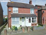 2 bedroom semi detached house to rent in Windsor Road, Hailsham...