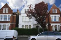 Flat to rent in Huron Road, London