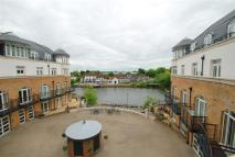Serviced Apartments in Thames Edge Court...