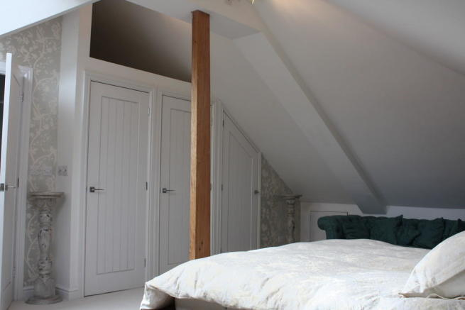 Master Bedroom Su...