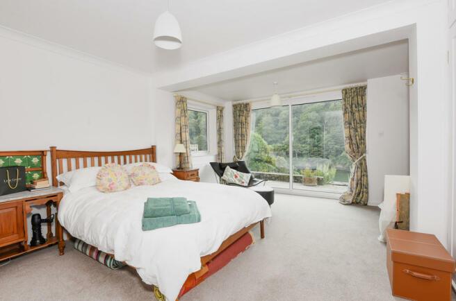 Bedroom One En-Su...