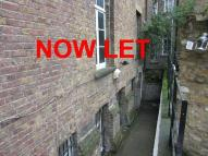 Flat to rent in Shacklewell Street...