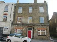 Flat to rent in Weavers Court...