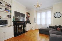 Flat in Aliwal Road, Battersea...