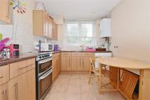 Flat to rent in Fownes Street, Battersea...