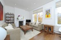 3 bedroom Flat in Broomwood Road, London...