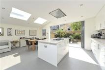 3 bedroom home in Orbel Street, London...