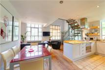 2 bed property in Windsor Court...