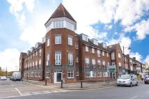 2 bedroom Flat in Queensbury Place, Cheam